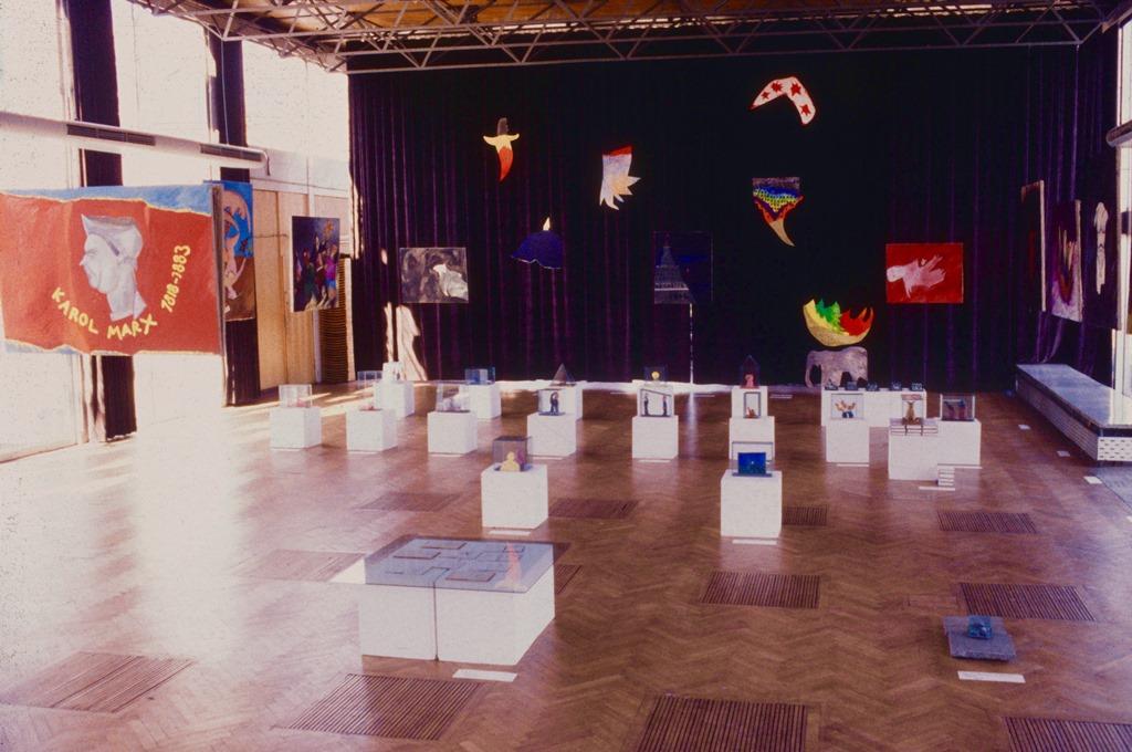 Wystawa 'Wszystko i natychmiast', pawilon SARP, 1990